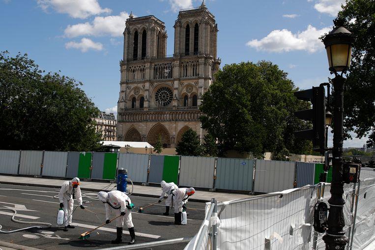 Het gebied rond de Notre-Dame werd deze zomer grondig gekuist.