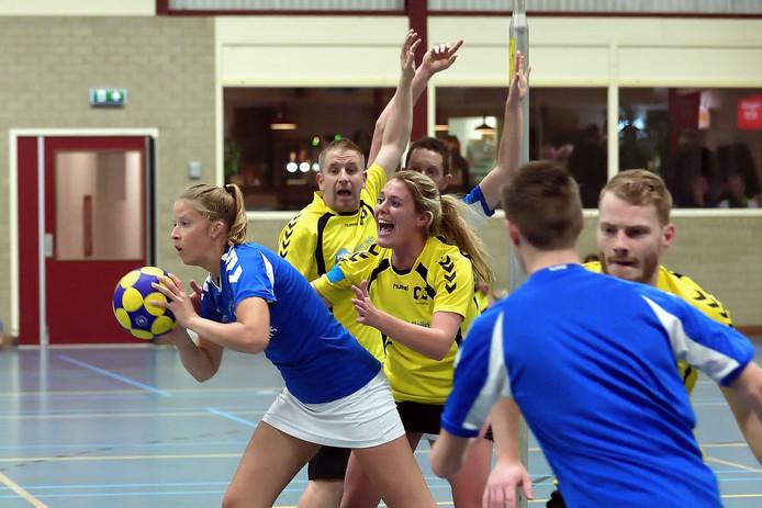DSO (geel) had niets te zeggen tegen Tilburg. De Scheldevogels (blauw) haalden uit tegen Good Luck. (archieffoto)