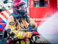 Gewonde bij brand in twee-onder-één-kapwoning in Wedde; nog een bewoner wordt vermist