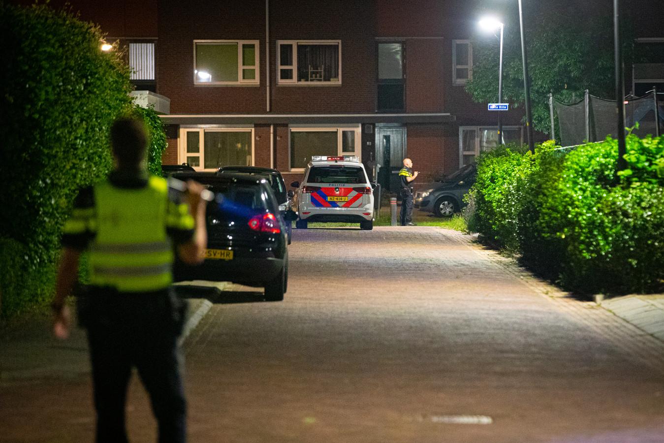 De politie bezig met een uitgebreide zoekactie naar inbrekers in Kampen.