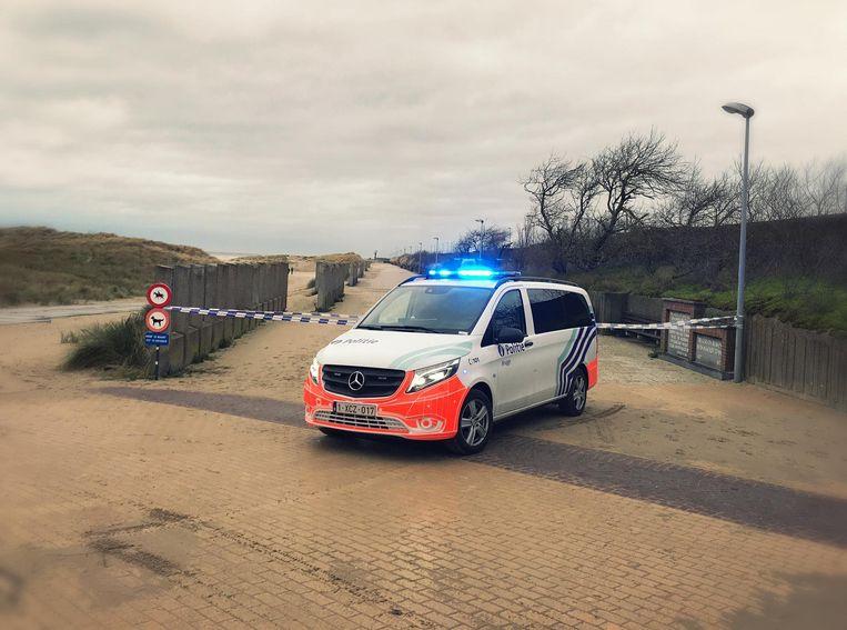De politie raadt iedereen af om het strand van Zeebrugge te betreden.