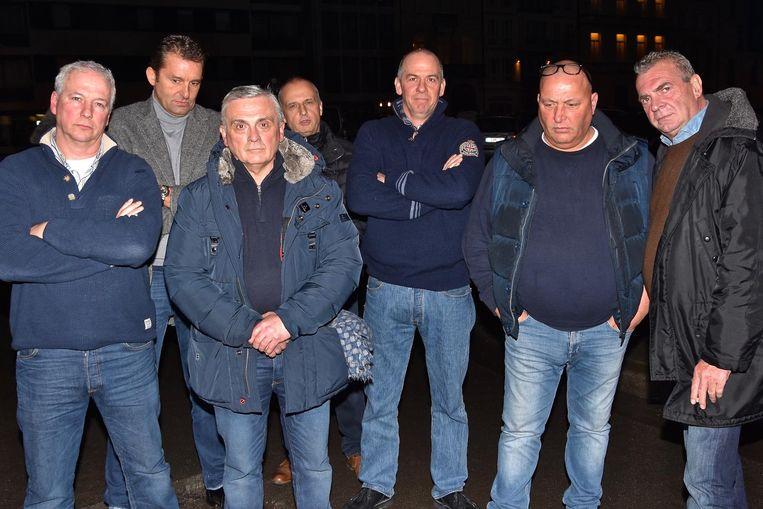 De foorkramers zijn razend en dreigen om de Paasfoor dit jaar links te laten liggen. Ze verzamelden dinsdagavond aan het Casinoplein.