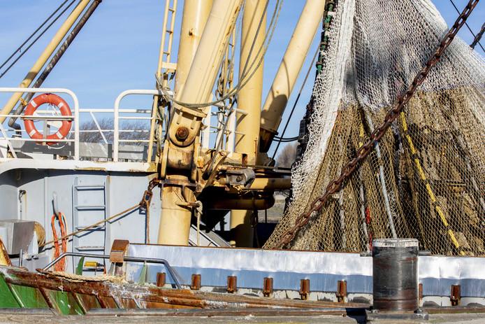 Een pulskotter in de haven van Den Helder