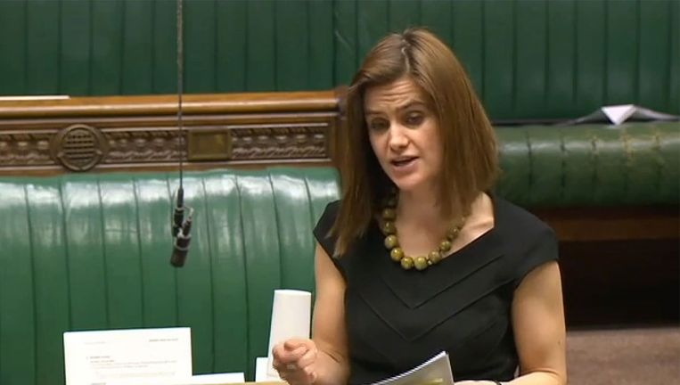 Jo Cox spreekt in het Britse Huis van Afgevaardigden, de Britse Tweede Kamer. Beeld AFP