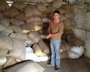 Hari, de leverancier van Seepje voordat de aardbeving plaatsvond in Nepal.
