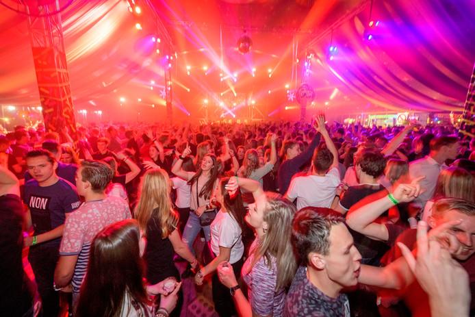 'Alcohol hoort erbij' is volgens onderzoekers het motto op dorpsfeesten in Hof van Twente.