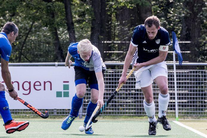 Luke Dommershuijzen (links) gaat zij geluk beproeven bij topclub Amsterdam.