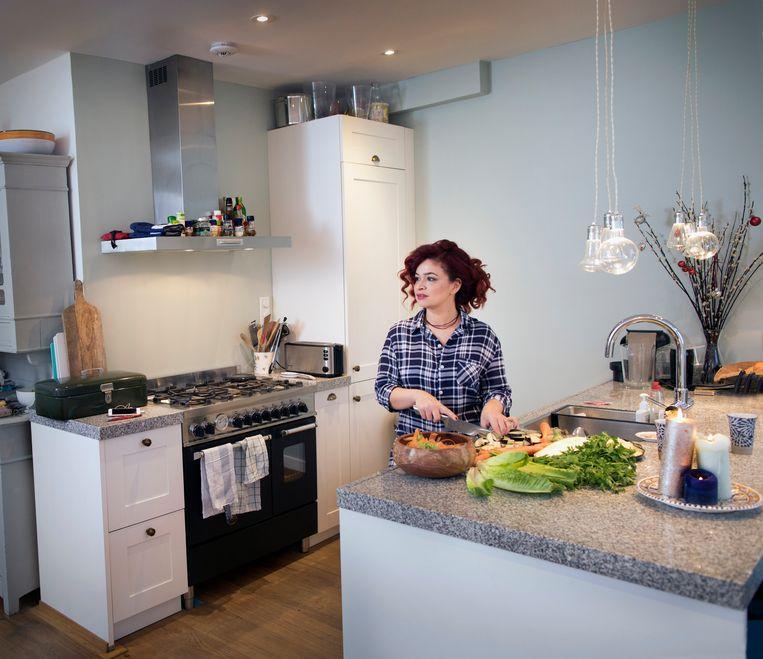 Zina Abboud kookt met heel haar hart. 'Die liefde proef je echt.' Beeld Werry Crone