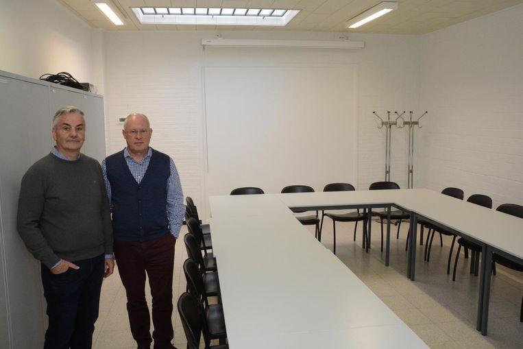 Bert Jacobs en Johan Smet in één van de twee nieuwe cultuurzalen achter de Katholieke Kring.