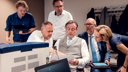 """De Wever in 'war room' op verkiezingsdag: """"Ik word zo moe van oorlog met links"""""""