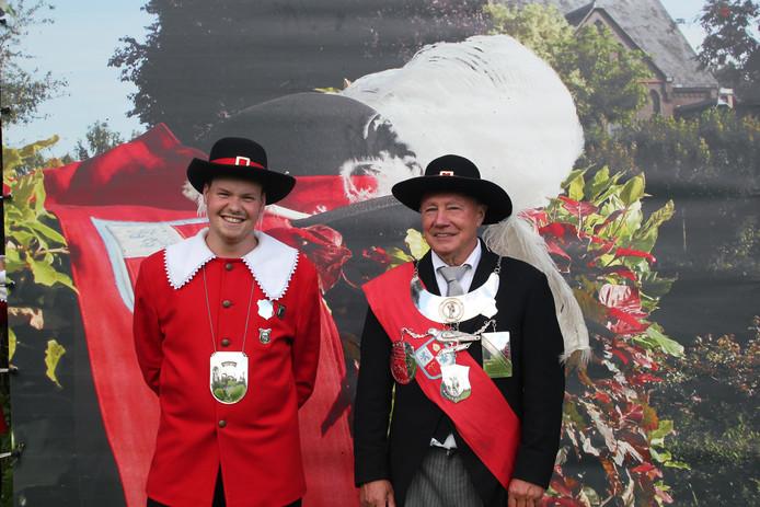 Gildenkoning Tom Neve (links) en dagkoning Piet Dekker