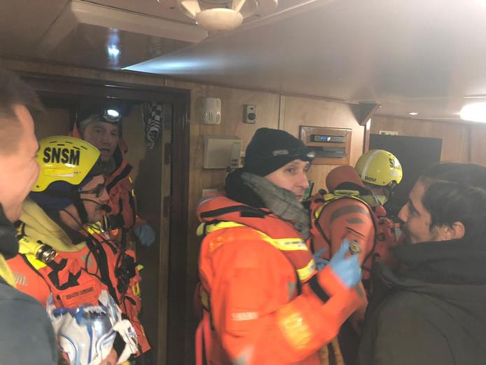 De kustwacht kwam de vluchtelingen ophalen
