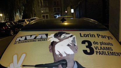 Vandalen plakken auto Lorin Parys (N-VA) vol met lijm en pamfletten