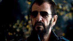 Van ziek zorgenkind tot rijkste drummer ter wereld: na zware verslaving leeft Ringo Starr op z'n 80ste verjaardag gezonder dan ooit