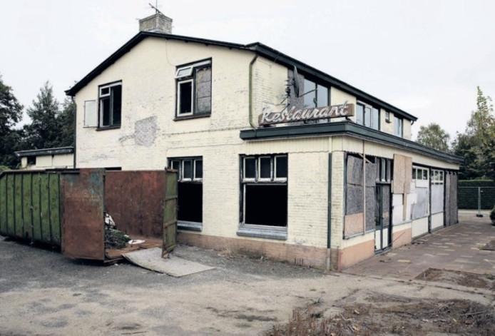Sinds de brand in mei 2011 oogt het voormalig truckerscafé De Kar tussen Voorst en Apeldoorn als een bouwval. Medio 2017 wil Jan de Croon hier Wegrestaurant Kar openen.