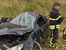 Auto over de kop gevlogen op A16 bij Breda