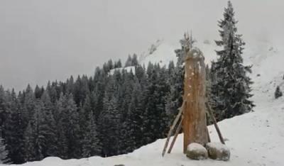 houten-penis-terug-op-duitse-bergtop-maar-wel-langer-en-dunner
