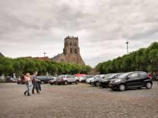 Weer dubbeldikke rijen auto's op Markt