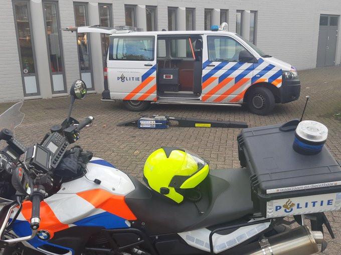 Zwijndrechtse wijkagenten hebben woensdagmiddag zestien bekeuringen uitgedeeld bij een bromfietscontrole in de wijken Walburg en Kort Ambacht. Tien bromfietsers hadden hun tweewieler opgevoerd.