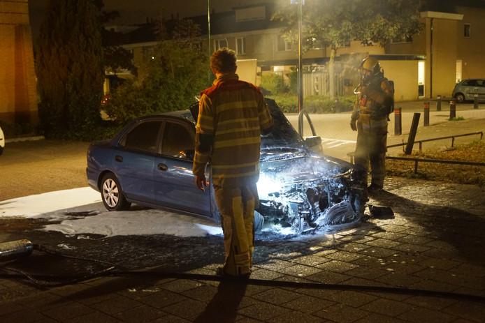 Rond 04.00 uur ging op de Botter een auto in vlammen op.