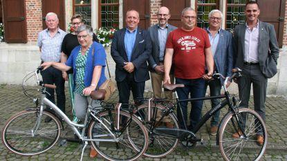 Rita en Luc mogen met nieuwe fiets naar huis