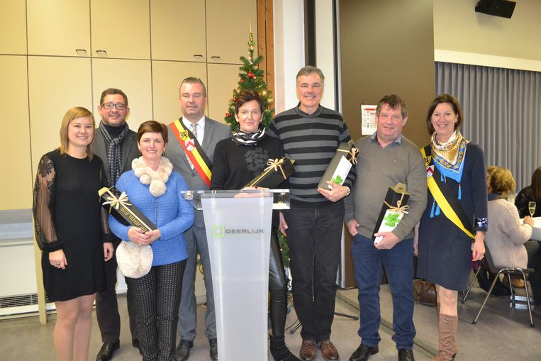 Op de foto staan Pauline Santens, Hans Piepers, Nancy Deleersnyder, Claude Croes, Caroline Noppe, Dennis Bonte, Johan Vanwynsberghe en Sandra Goussey.