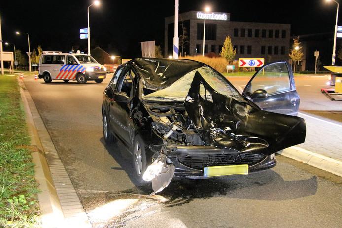 De auto raakte bij het ongeluk zwaar beschadigd.