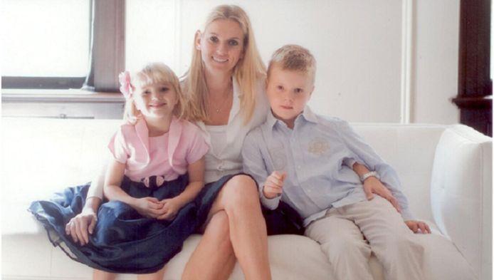 Martine Nipshagen met haar twee kinderen Nina en Tom.