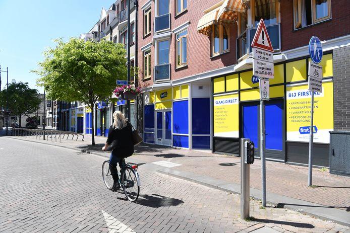 First XL vestigt zich in Oosterhout. Alleen maakt de bestickering de tongen los. Geel en blauw vallen niet in de smaak.