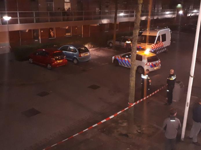 Een 12-jarige jongen is zaterdagavond aangereden op P.A. de Genestetstraat in Dordrecht. De automobilist reed na het ongeval door.