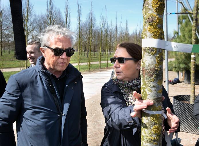 Stefano Boeri, Italiaanse architect, op bezoek bij bomenkweker Van den Berk in Sint-Oedenrode; daar staan de bomen die straks op de Trudo Toren op Strijp-S in Eindhoven geplaatst worden.