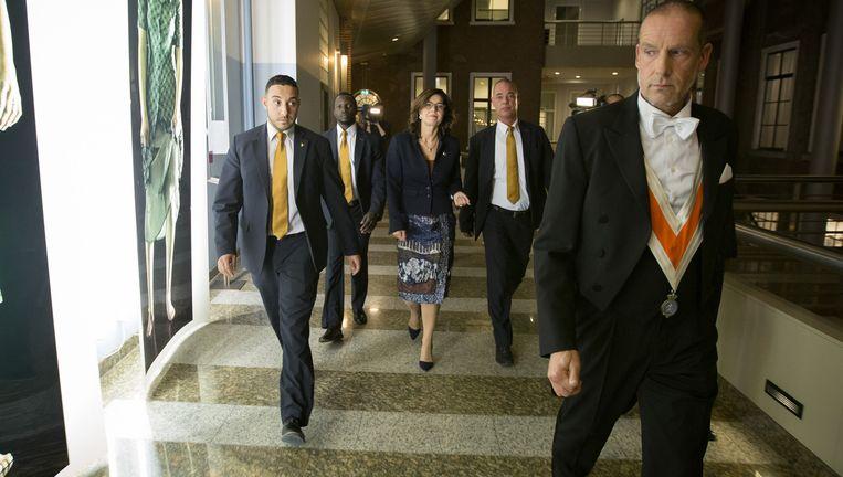 Oud-Kamervoorzitter Anouchka van Miltenburg verlaat haar werkkamer na afloop van een presidiumvergadering over de procedure rond het onderzoek naar het lekken uit de Commissie Stiekem. Beeld null