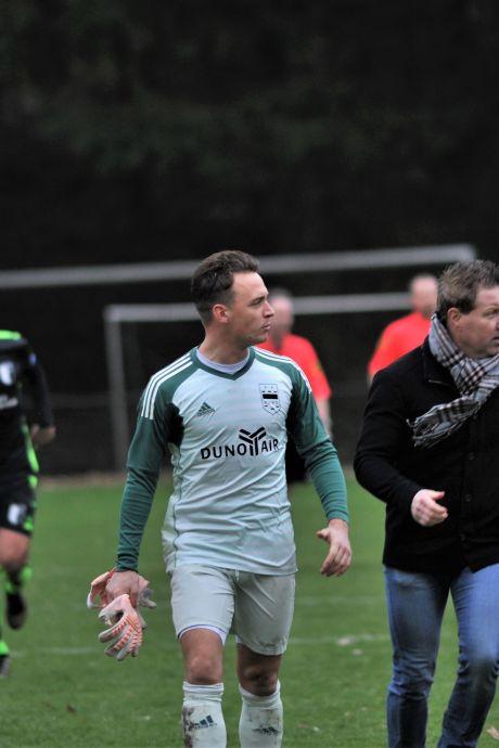 DUNO nipt onderuit bij Feyenoord, teammanager krijgt rood voor 'lulhannes'