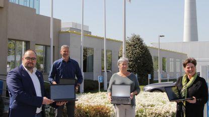 Solidaire Bomenaars en bedrijven schenken meer dan 100 laptops aan kwetsbare schoolkinderen