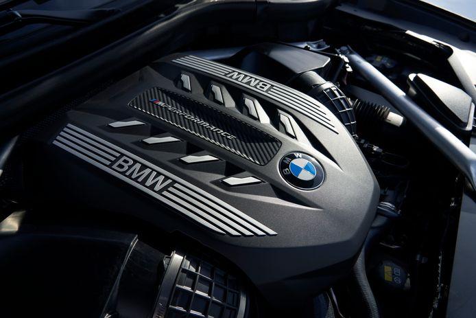 Ook een V8-benzinemotor wordt leverbaar
