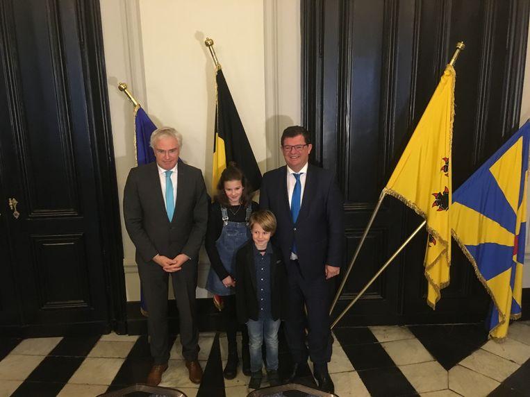 Bart Tommelein bracht zijn twee jongste kinderen mee.