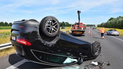 Voetballer Davy De fauw en gezin gewond na klap tegen autotransport op E403 in Lichtervelde
