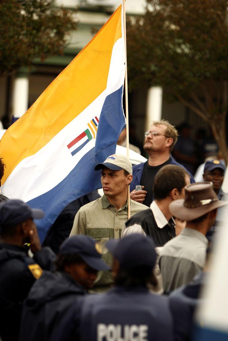 Archiefbeeld. De apartheidsvlag tijdens een bijeenkomst van de Afrikaner Resistance Movement (AWB).