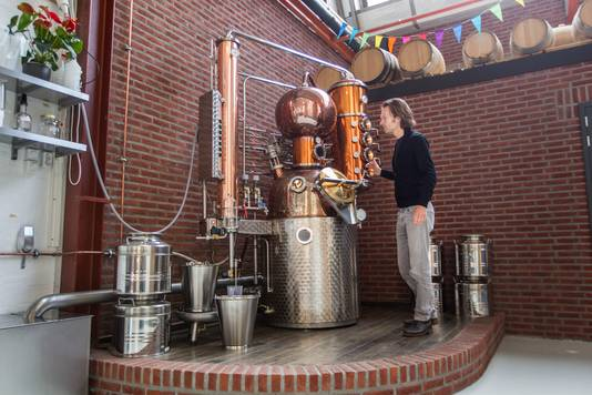 Mark Mighels van de Bottle Distillery in de oude Schellensfabriek