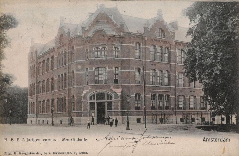 Het pand van de hbs aan de Mauritskade in 1905 (Nu: Metis Montessori Lyceum). Beeld Stadsarchief Amsterdam