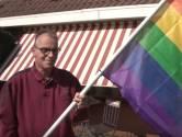 Bert hangt regenboogvlag uit voor mishandeld homostel