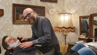 Barbier Gert Rombouts organiseert originele retrofuif