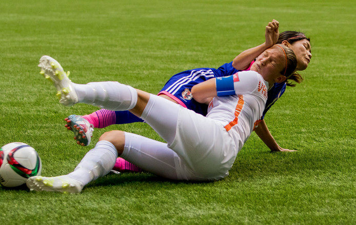 Nahomi Kawasumi in duel met Mandy van den Berg.