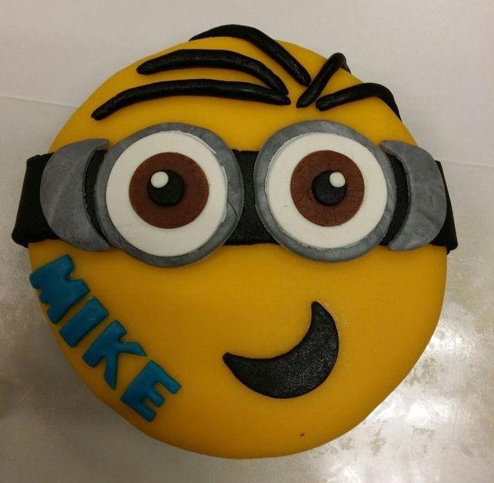 Verjaardagstaart voor een cliënt van de voedselbank.