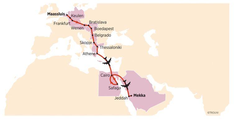Rudy van der Aa en Mohammed Kechouh fietsen naar Mekka. Beeld Sander Soewargana