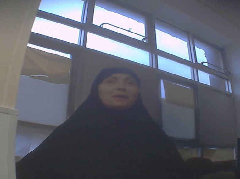Eén van de vrouwen, gefilmd tijdens geheime lezingen voor vrouwen en kinderen.