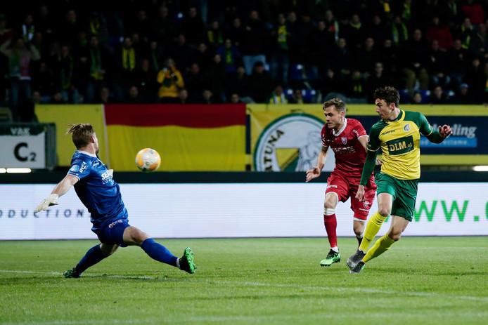 Mede dankzij de reddingen van Lars Unnerstall heeft VVV zich veilig gespeeld.