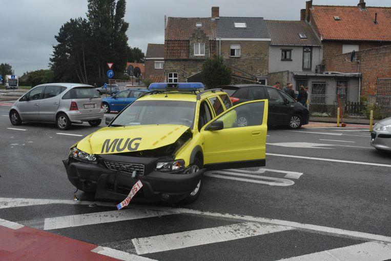 De zwaar beschadigde MUG in de Sint-Idesbaldusstraat.