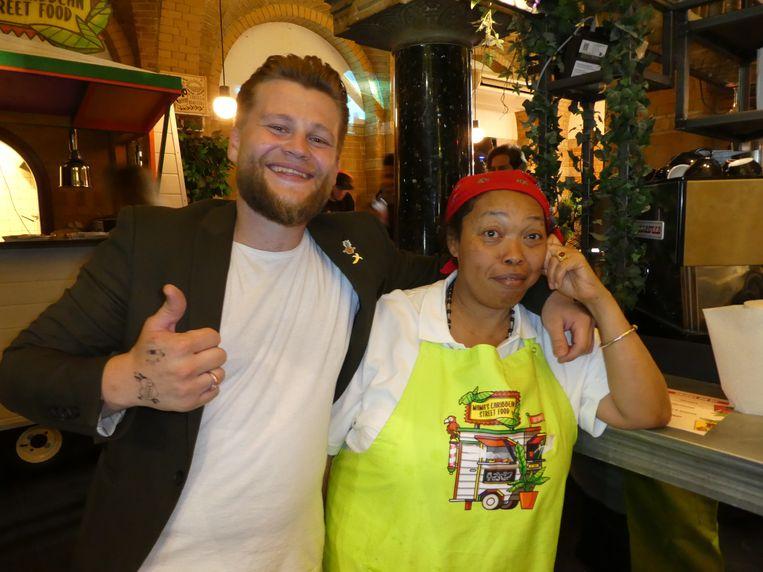 De nieuwe bartender Vitaly Alekseev en nieuwe chef Eudia Waarheid, niet dol op fotografen. Beeld Hans van der Beek