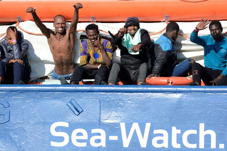 De migranten aan boord van Sea Watch 3 zaten al vijf dagen vast op het schip.